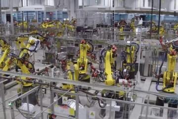 特斯拉官方视频显现上海超级工厂内有数百个机器人在作业